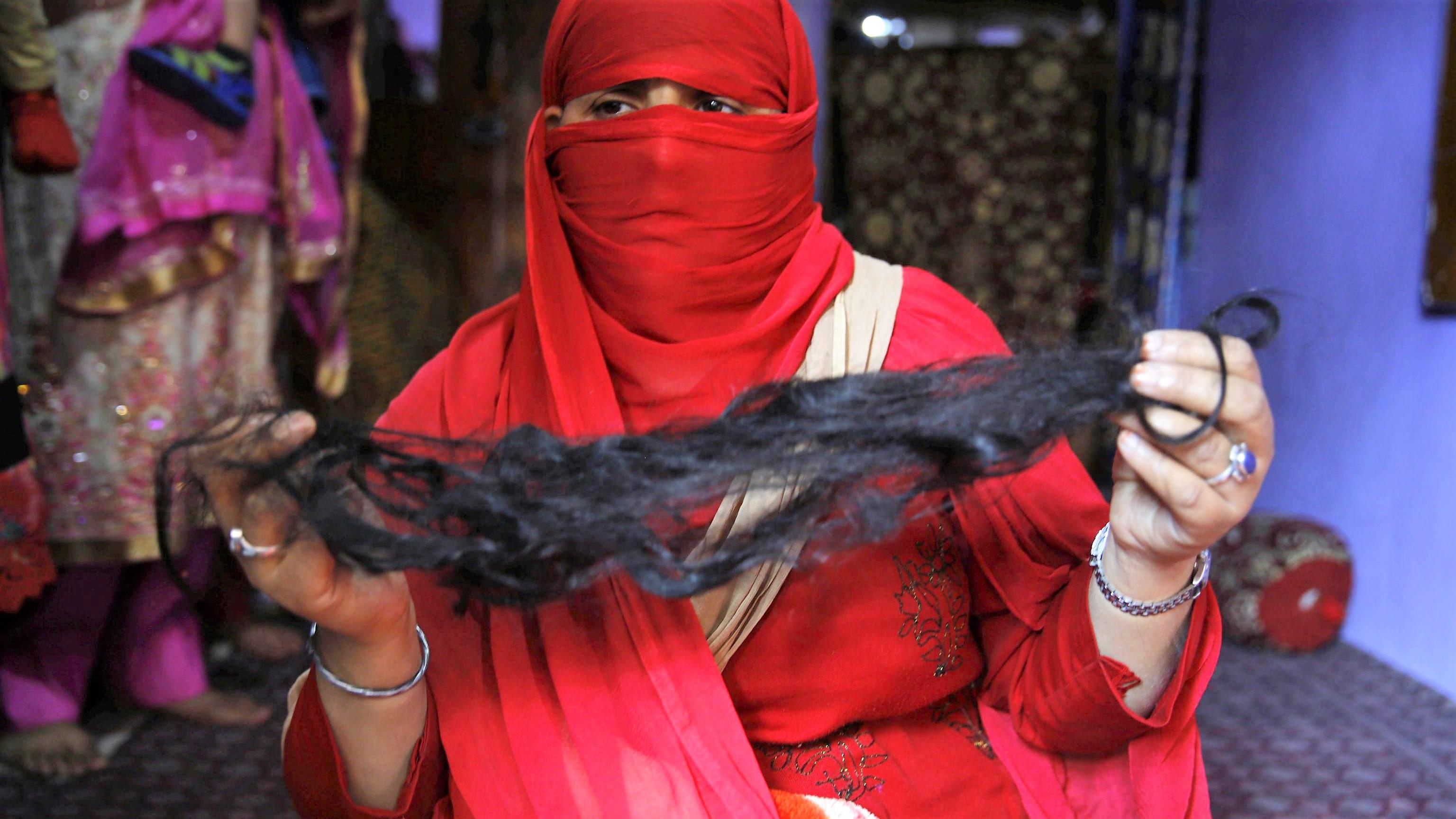 """India, oltre 200 donne vittime della gang dei """"taglia-trecce"""""""
