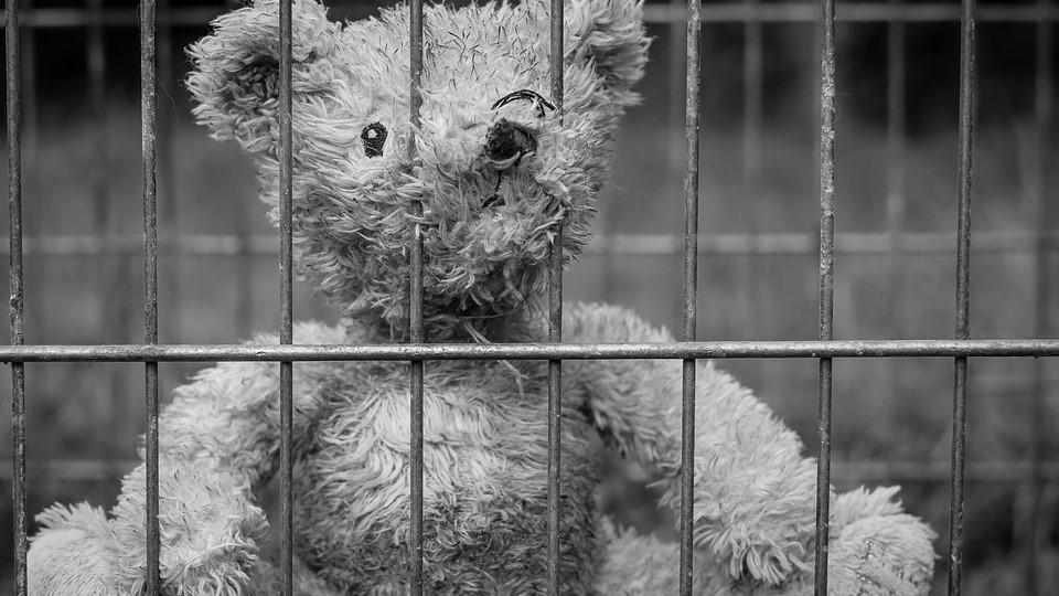 Bari, abusi e violenze sessuali sui figli: arrestati i genitori