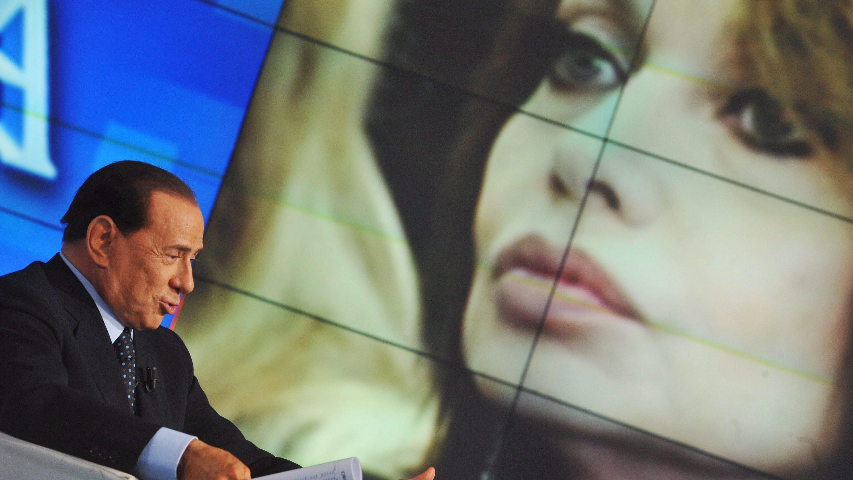 Veronica Lario, cancellato assegno mensile: dovrà restituire 60 milioni a Silvio Berlusconi