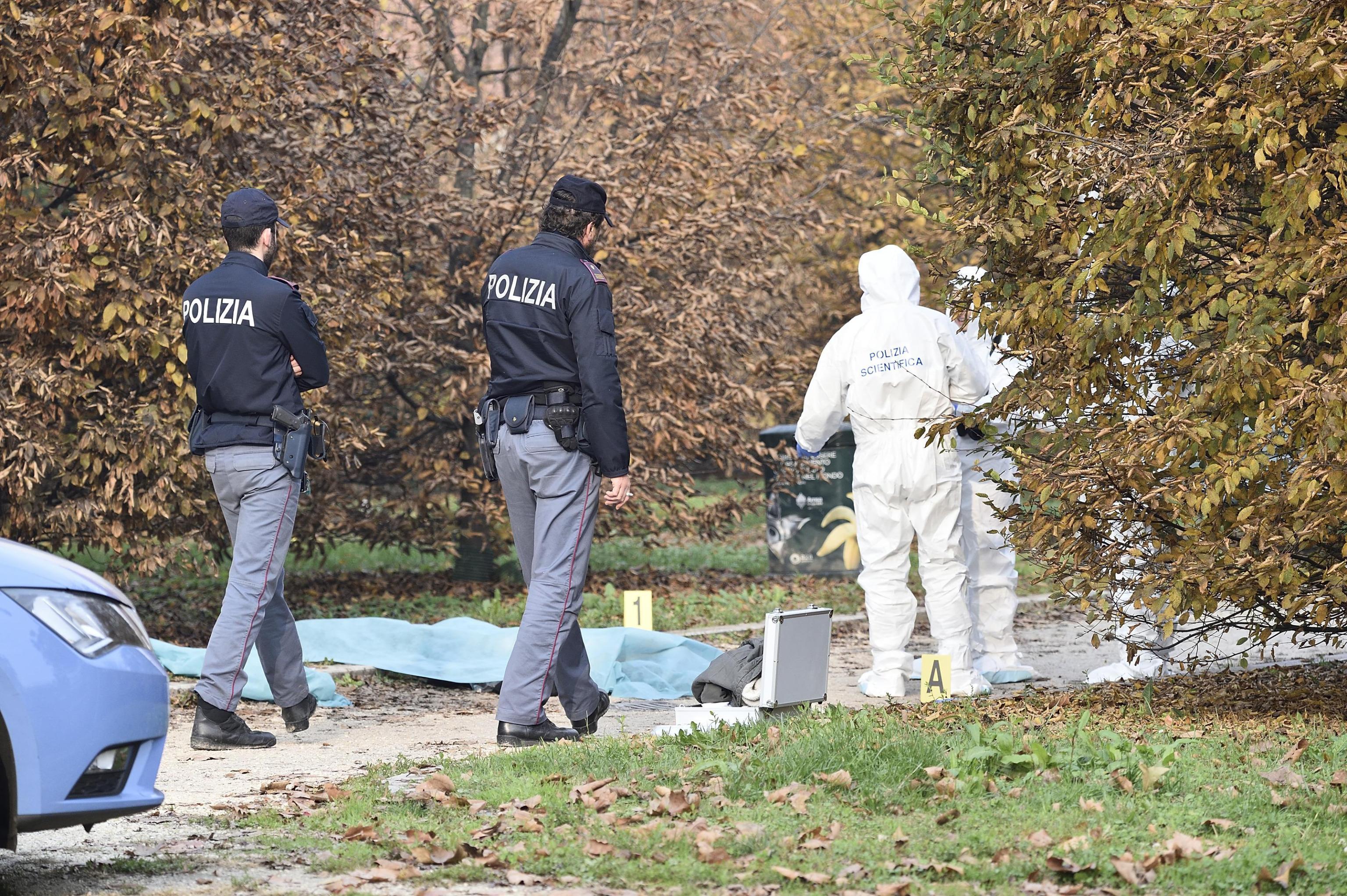 Milano, donna sgozzata al parco di Villa Litta: era uscita per portare fuori il cane