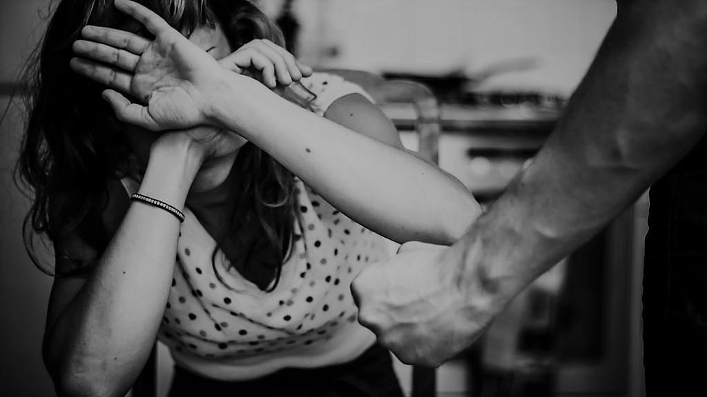 """18enne si suicida a causa del fidanzato violento: """"E' colpa mia, l'ho fatto arrabbiare e me lo sono meritata"""""""