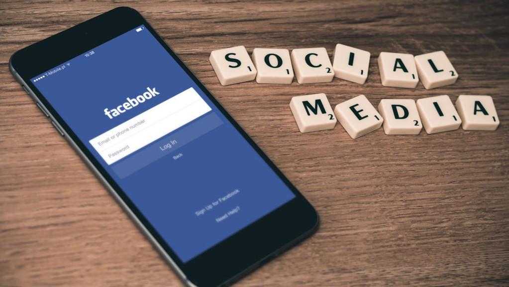 Salerno, rifiuta l'amicizia su Facebook: ragazza aggredita a sprangate