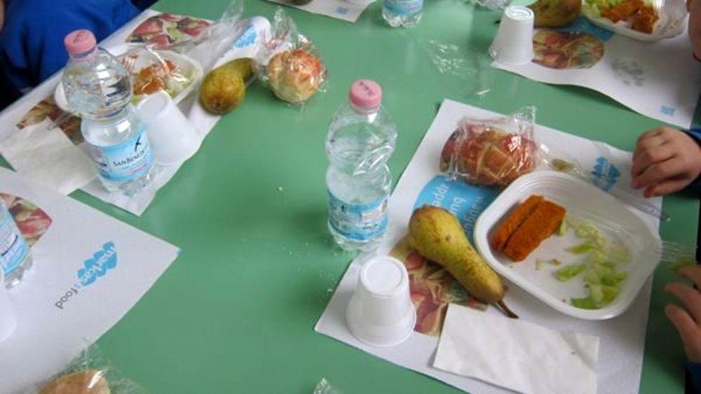 Lodi, trovati escrementi di topo nel pane di una mensa scolastica