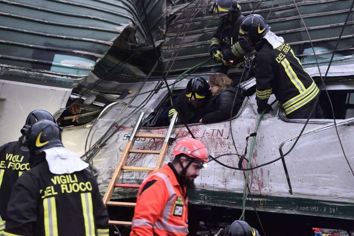 Pioltello: deraglia treno di pendolari, morti e feriti