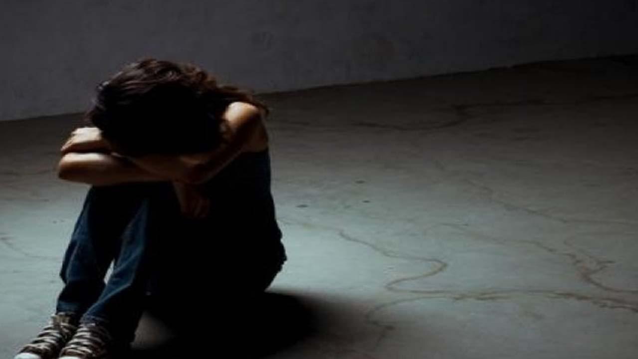 Trapani: abusano della figlia 14enne per un anno, arrestati