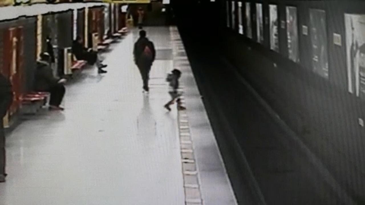 Milano, bambino caduto sui binari: chi è Lorenzo, il 18enne che lo ha salvato