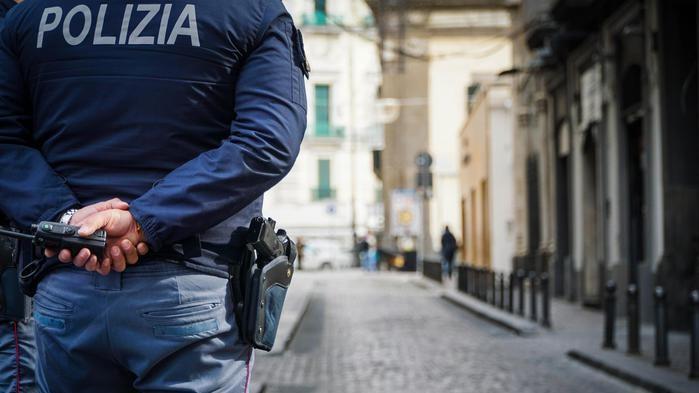 Milano, ragazza di 20 anni uccisa in casa: si sospetta del 40enne che la ospitava
