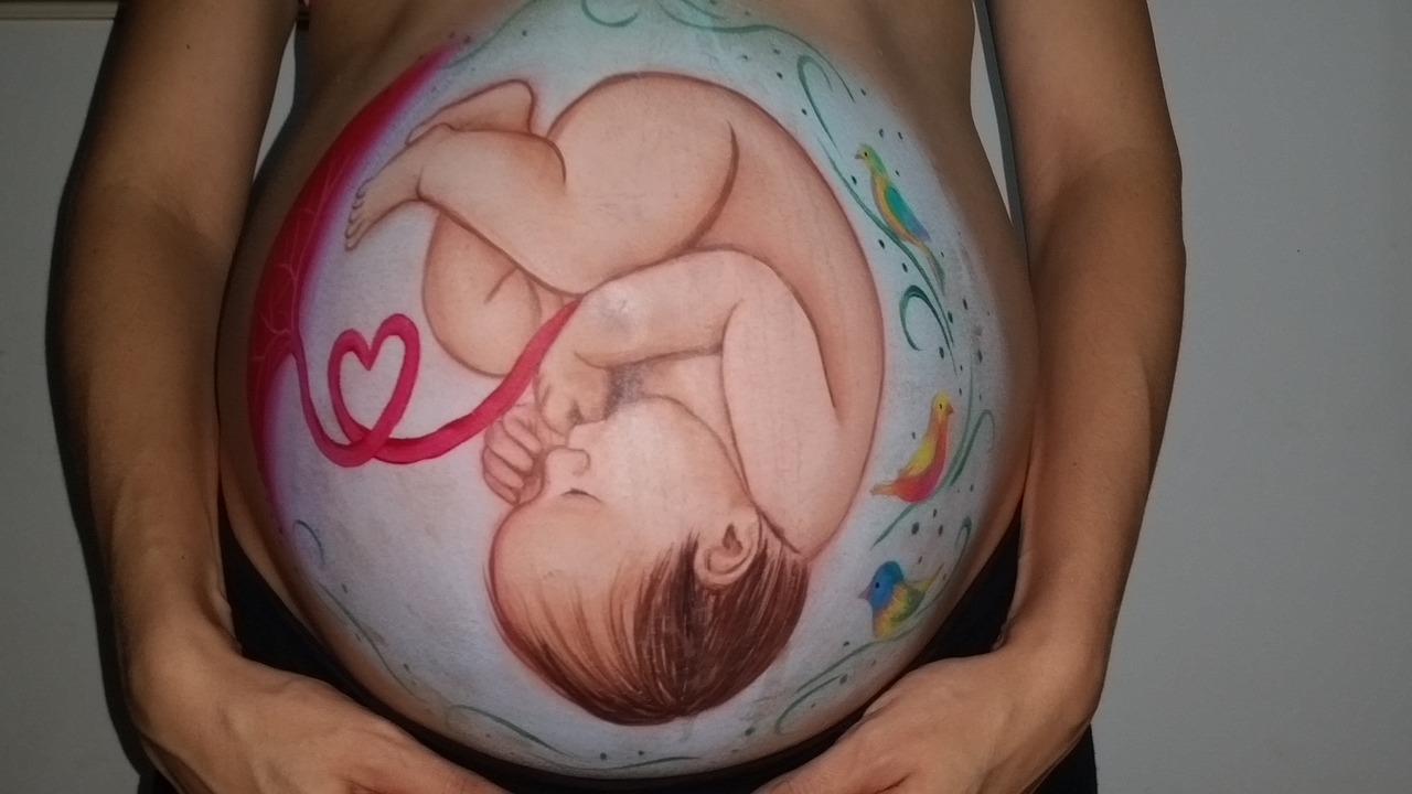 Due neonati ricoverati per gravi deficit: 'Colpa della dieta vegana in gravidanza'