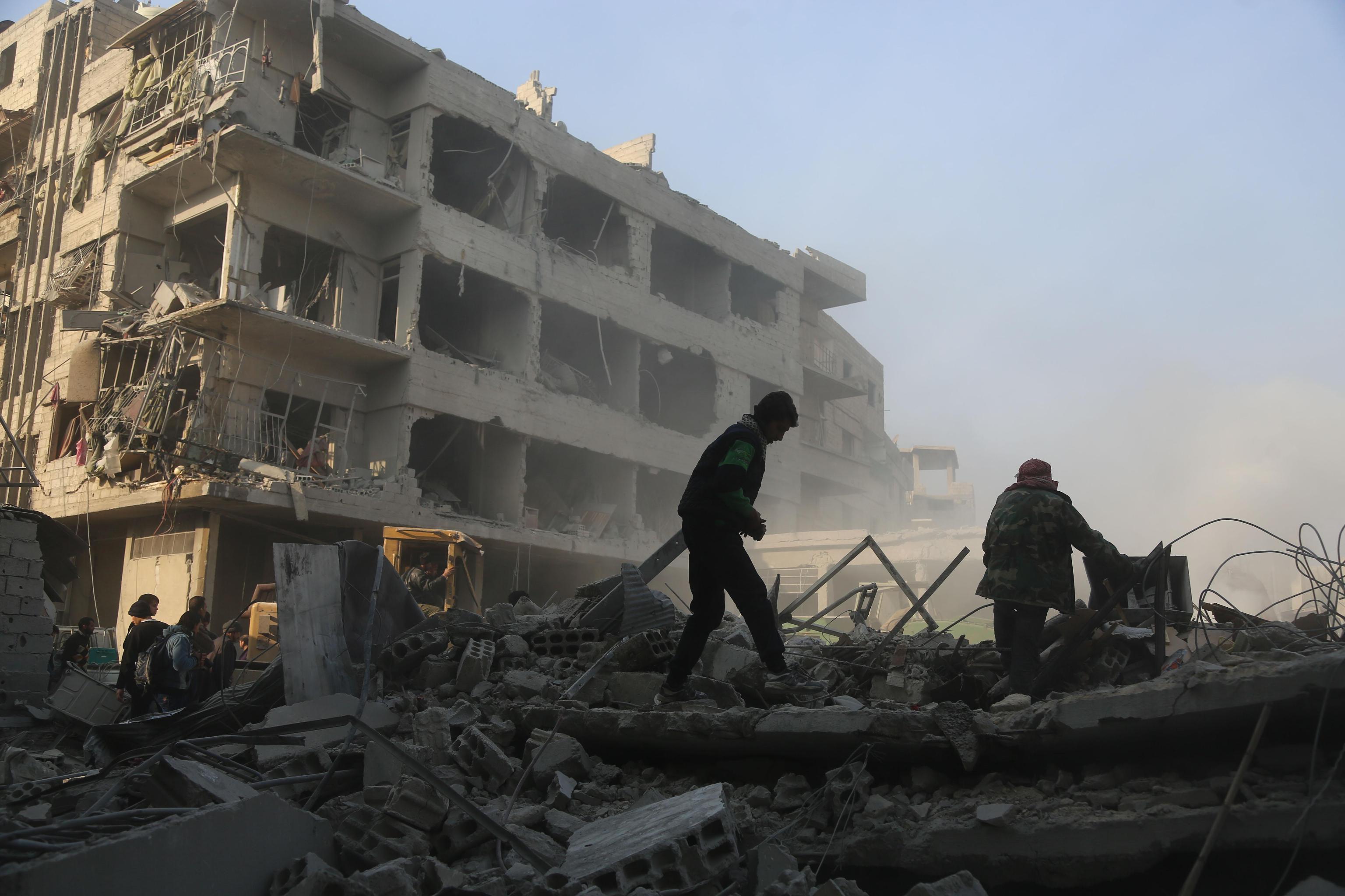 Siria raid a Idlib, tragico bilancio: morti 16 bambini in fuga dalla scuola