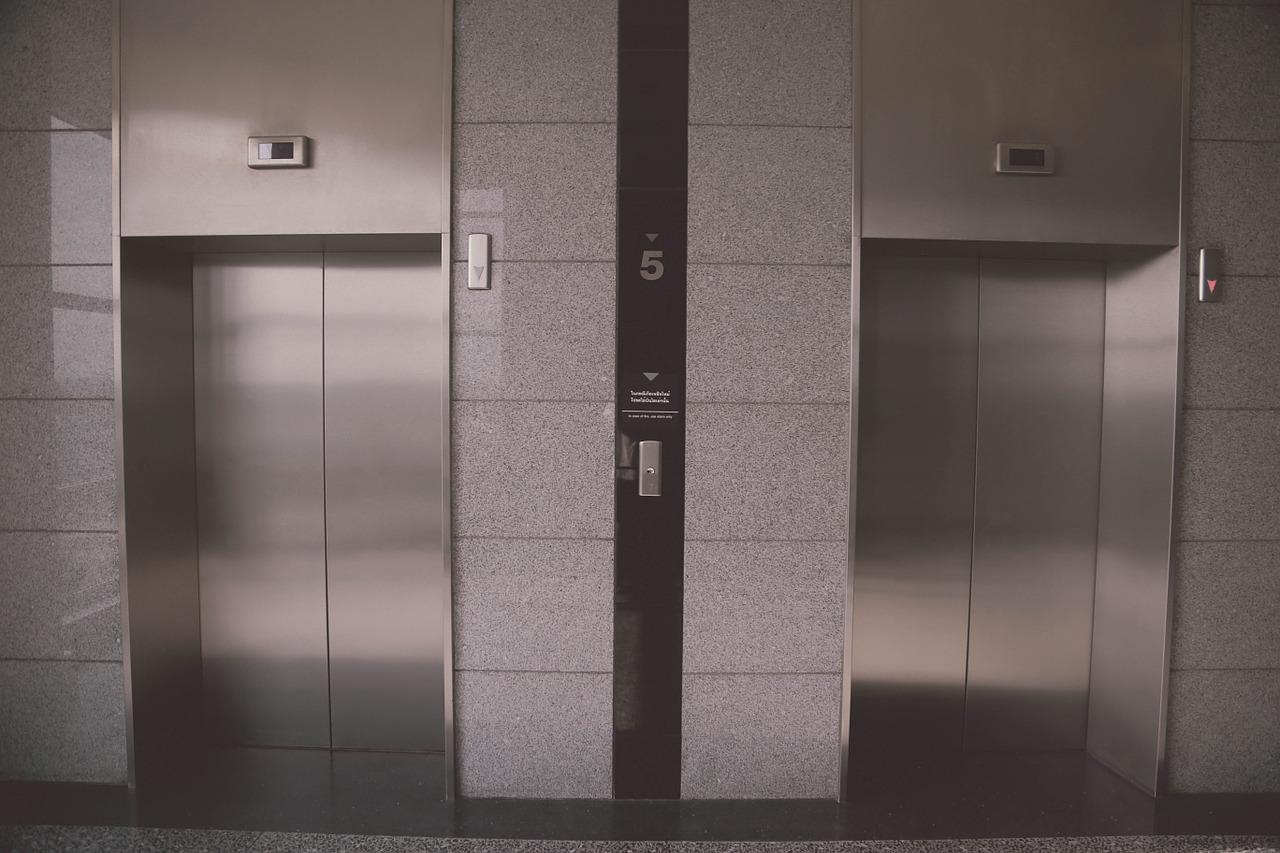 Crimea, schiacciati dall'ascensore: muoiono madre e figlio di sei mesi