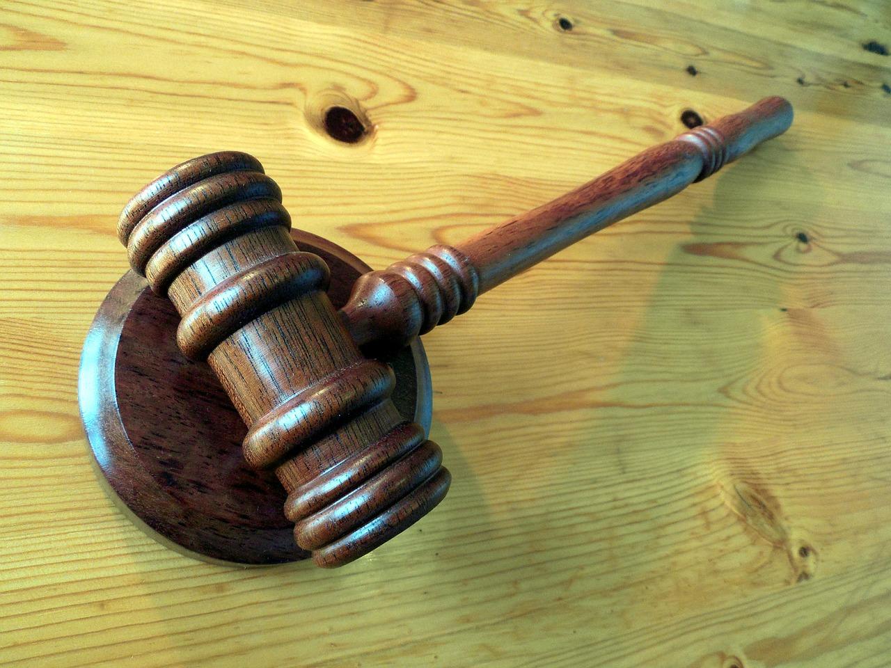 Assegno di mantenimento: non pagare diventa un reato punibile anche con il carcere