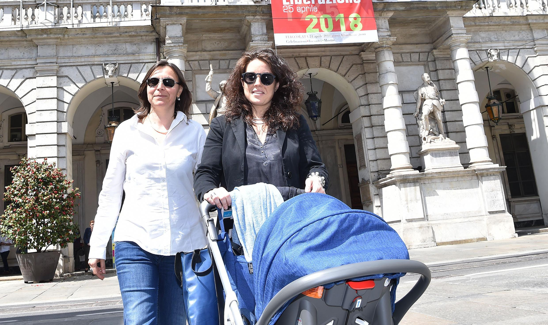 Chiara Appendino, la sindaca registra il figlio di due donne all'anagrafe di Torino