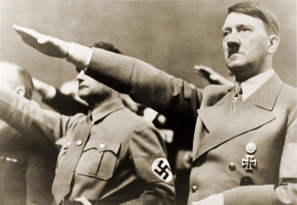 """Professore fa gli auguri a Hitler su Facebook: """"Sono stato frainteso"""""""
