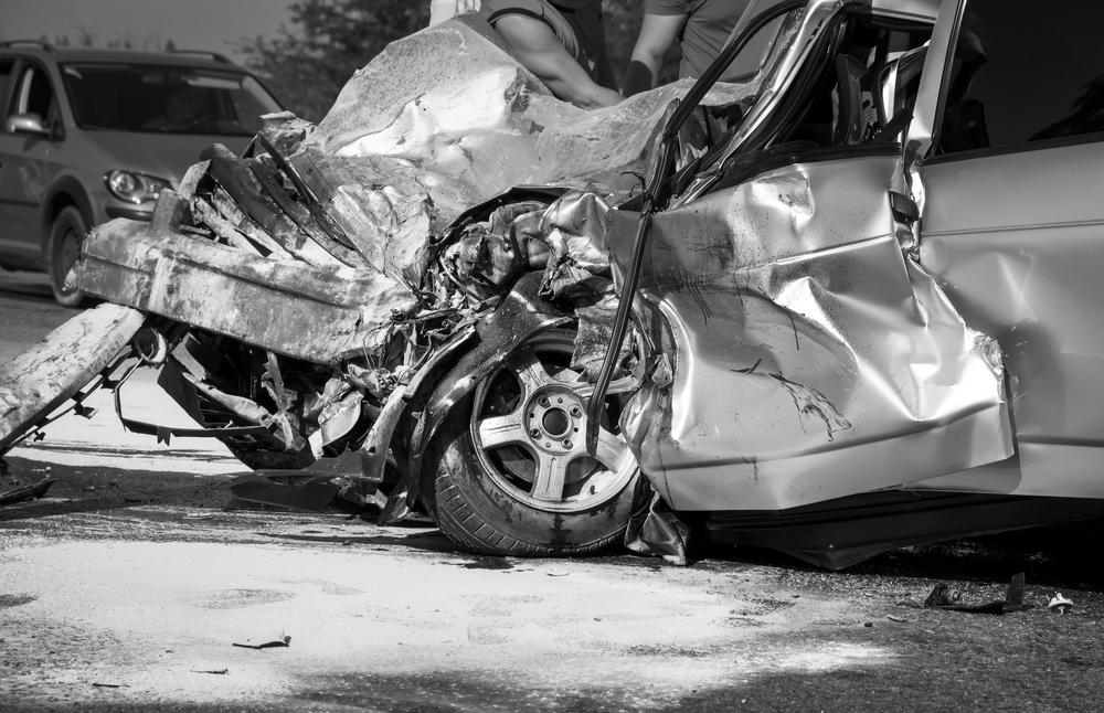 18enne incinta sbalzata fuori dall'auto unica sopravvissuta di un grave incidente