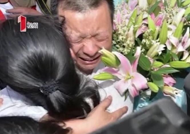 Smarriscono la figlia di 3 anni, la ritrovano quando ne ha 27