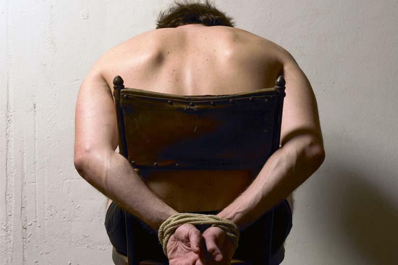 Torture e pugnalate al suo fidanzato per mesi: studentessa modello condannata a 7 anni e mezzo