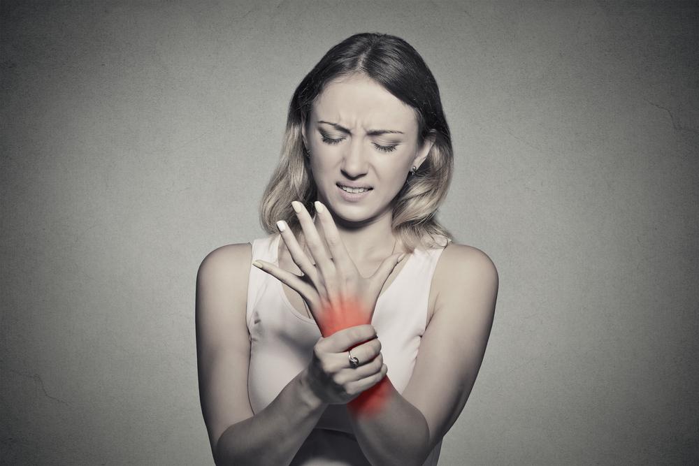Donna torinese si opera al tunnel carpale: le amputano un braccio a causa di complicazioni