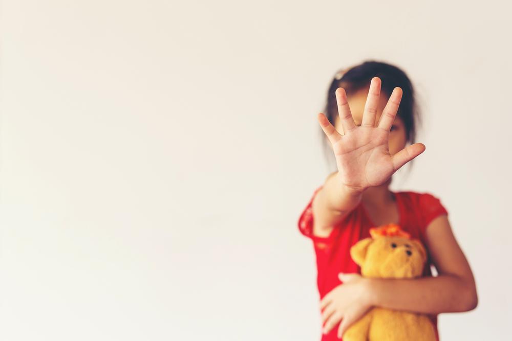 """Bambina di 8 anni torturata e uccisa dalla nonna. Sul diario scriveva: """"Vorrei solo giocare con i miei fratelli """""""