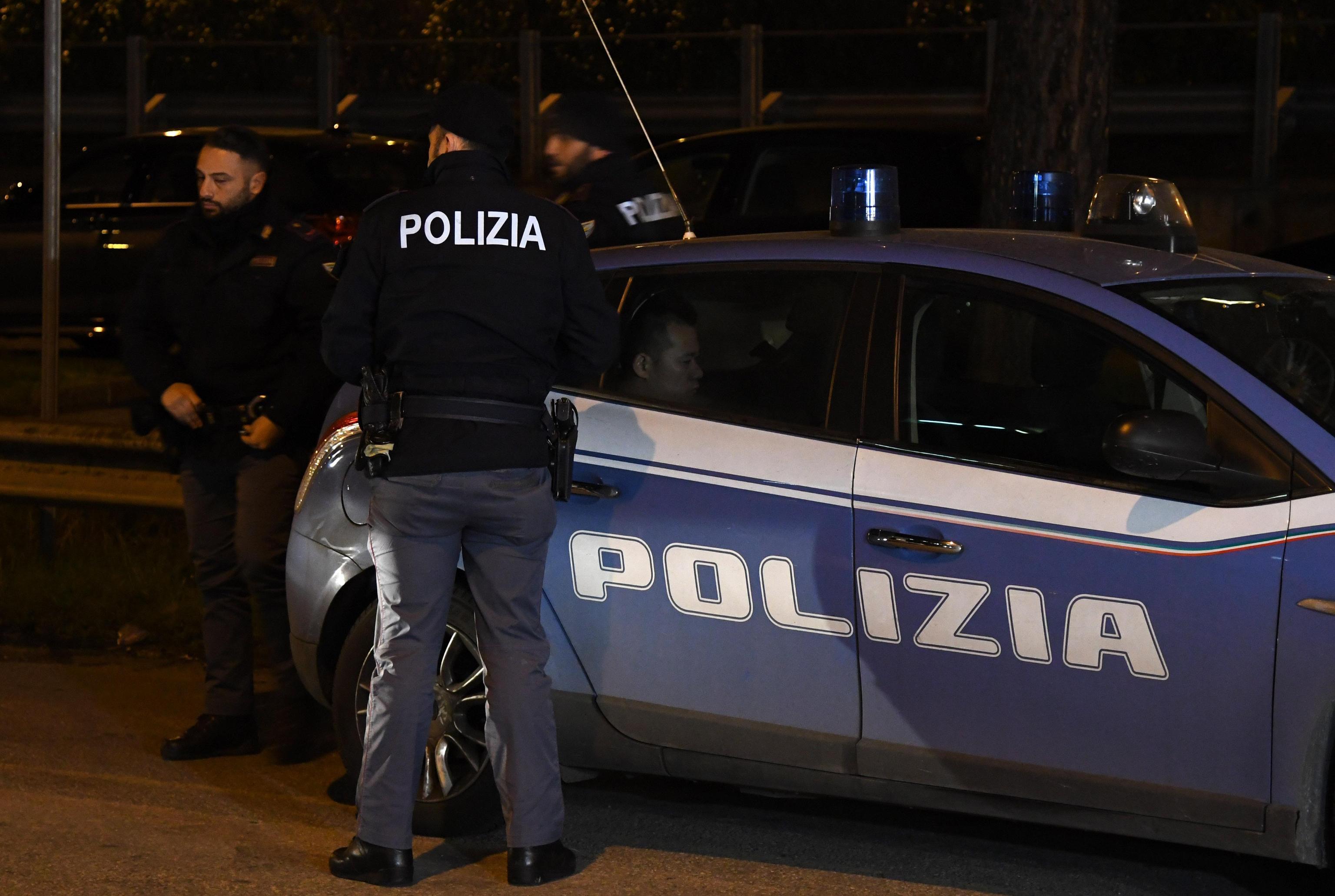 Pesaro: bimbo di 5 anni trova la giovane mamma morta in casa e dà l'allarme