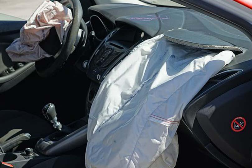 Napoli, esplode airbag: grave una bambina di 2 anni