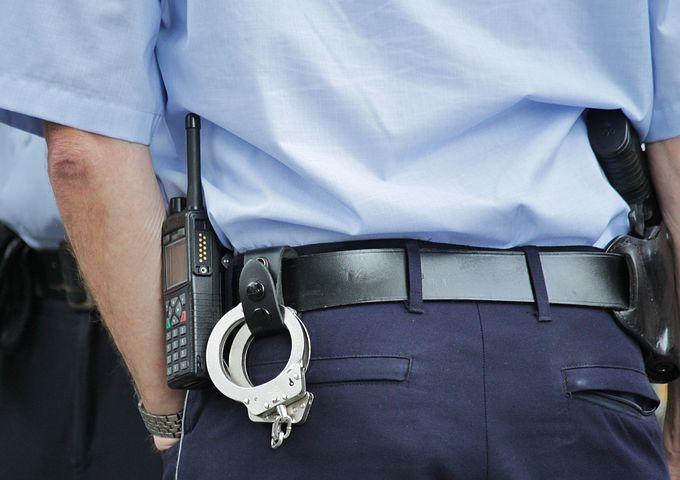 Bastonate in testa alla nonna per avere soldi per la droga, arrestato un 30enne