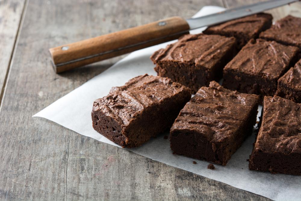 Donna licenziata per aver preparato dei brownies pieni di lassativo per l'addio di un collega
