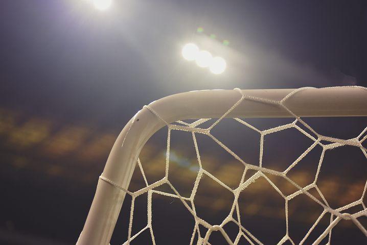 Arezzo: non convoca il figlio per la partita di calcio, botte all'allenatore