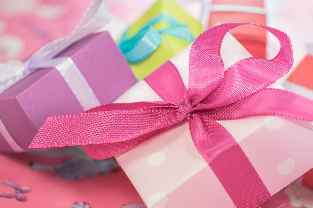 Brindisi, vietati regali di fine anno ai maestri: la decisione di un dirigente scolastico