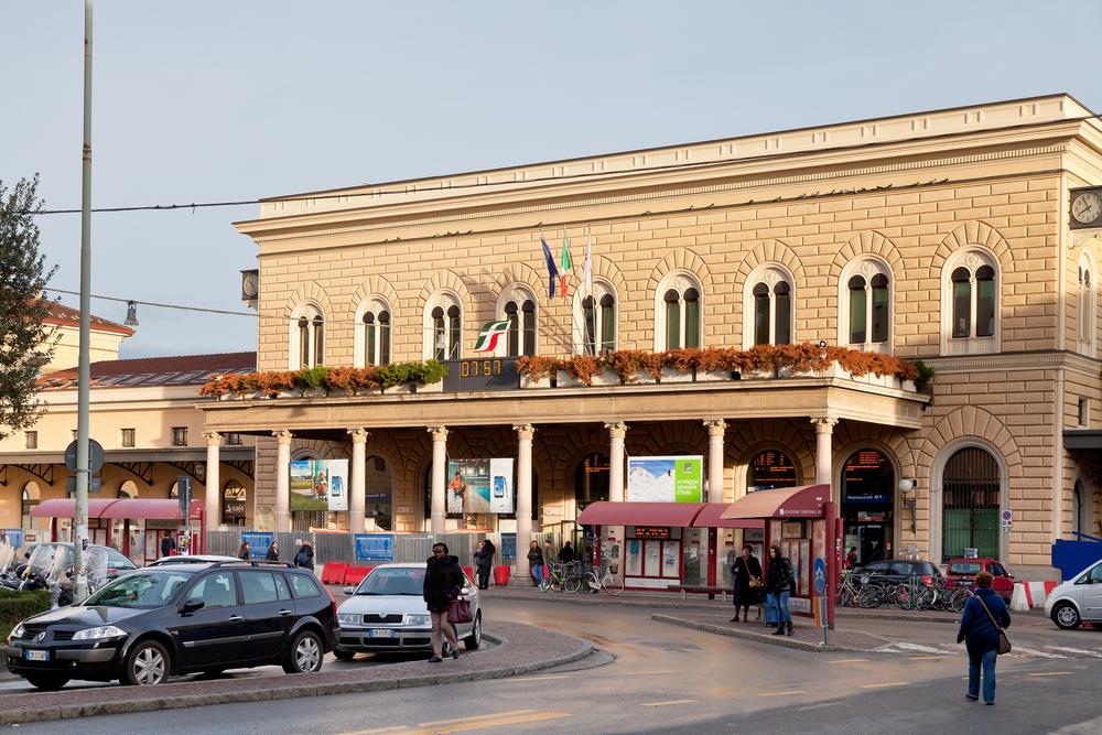 Uomo molesta 5 donne alla stazione centrale di Bologna: arrestato