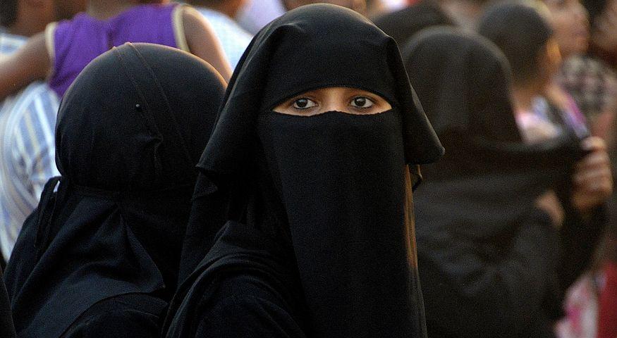Berlino: no al velo islamico per le maestre