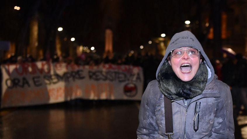 Licenziata Lavinia Flavia Cassaro, l'insegnante che urlò contro la Polizia a Torino durante una manifestazione