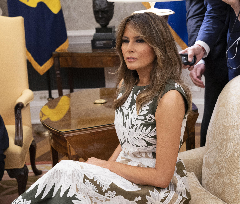 Melania Trump, la giacca fa scalpore: 'Non mi importa niente, e a te?'