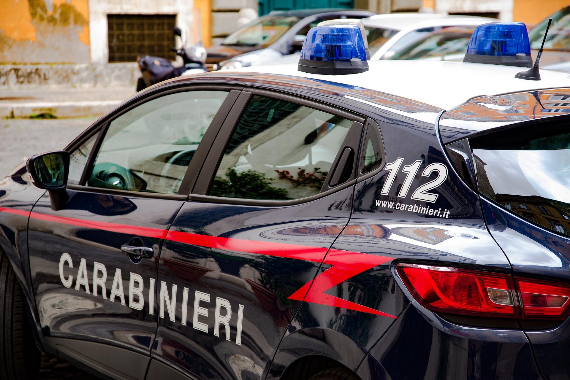 Pordenone, assolda uno straniero per punire i servizi sociali colpevoli di aver messo la figlia in comunità: arrestato