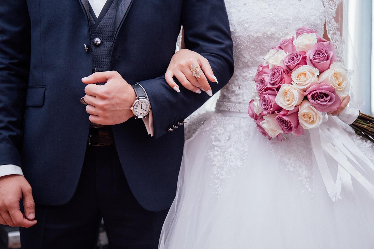 Riceve 28mila euro e un'auto dal futuro marito, lei lo lascia poco prima delle nozze e non restituisce nulla: assolta