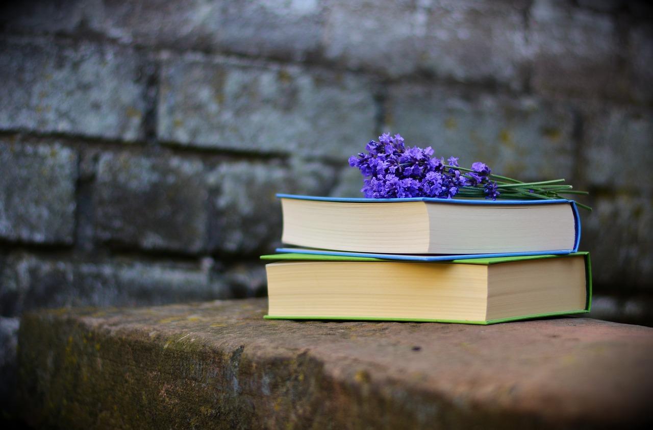 Studentessa di 24 anni muore di cancro: il padre termina la tesi e ne fa un libro