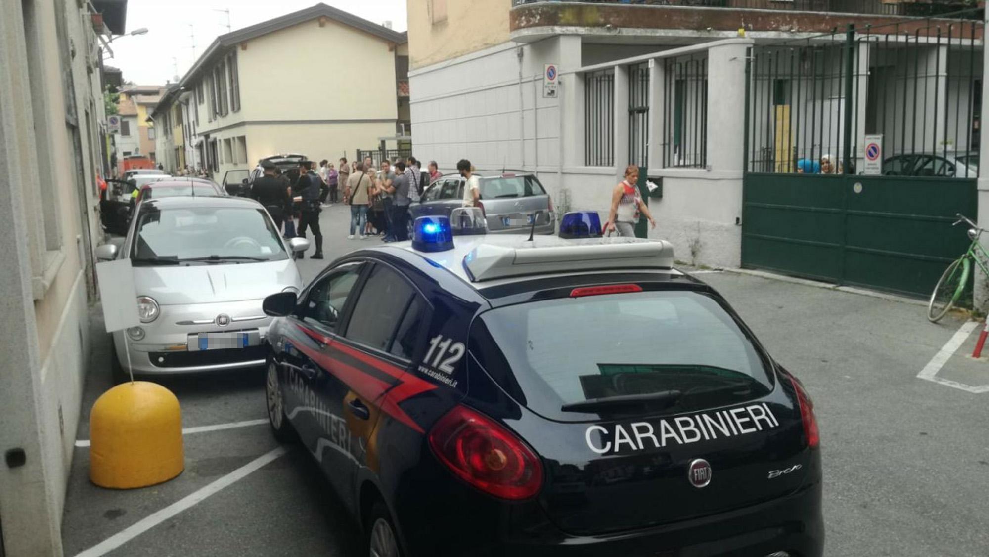 Testate e morsi alla compagna minorenne davanti al figlio: arrestato 23enne