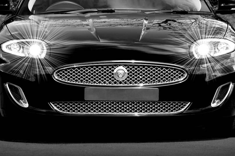 Bambini rapiti con la Jaguar: scatta la psicosi, allarme in 5 Comuni