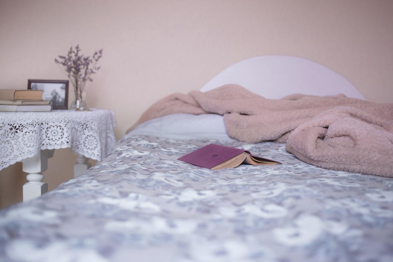 42enne muore nel sonno stringendo tra le braccia il figlio neonato