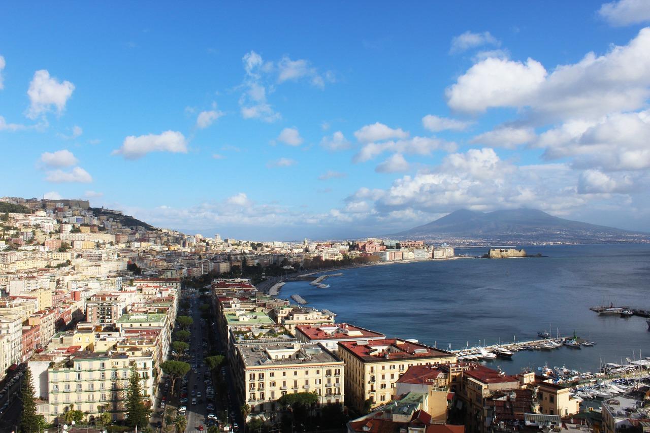 Napoli, strada chiusa per festeggiare una prima comunione: la denuncia