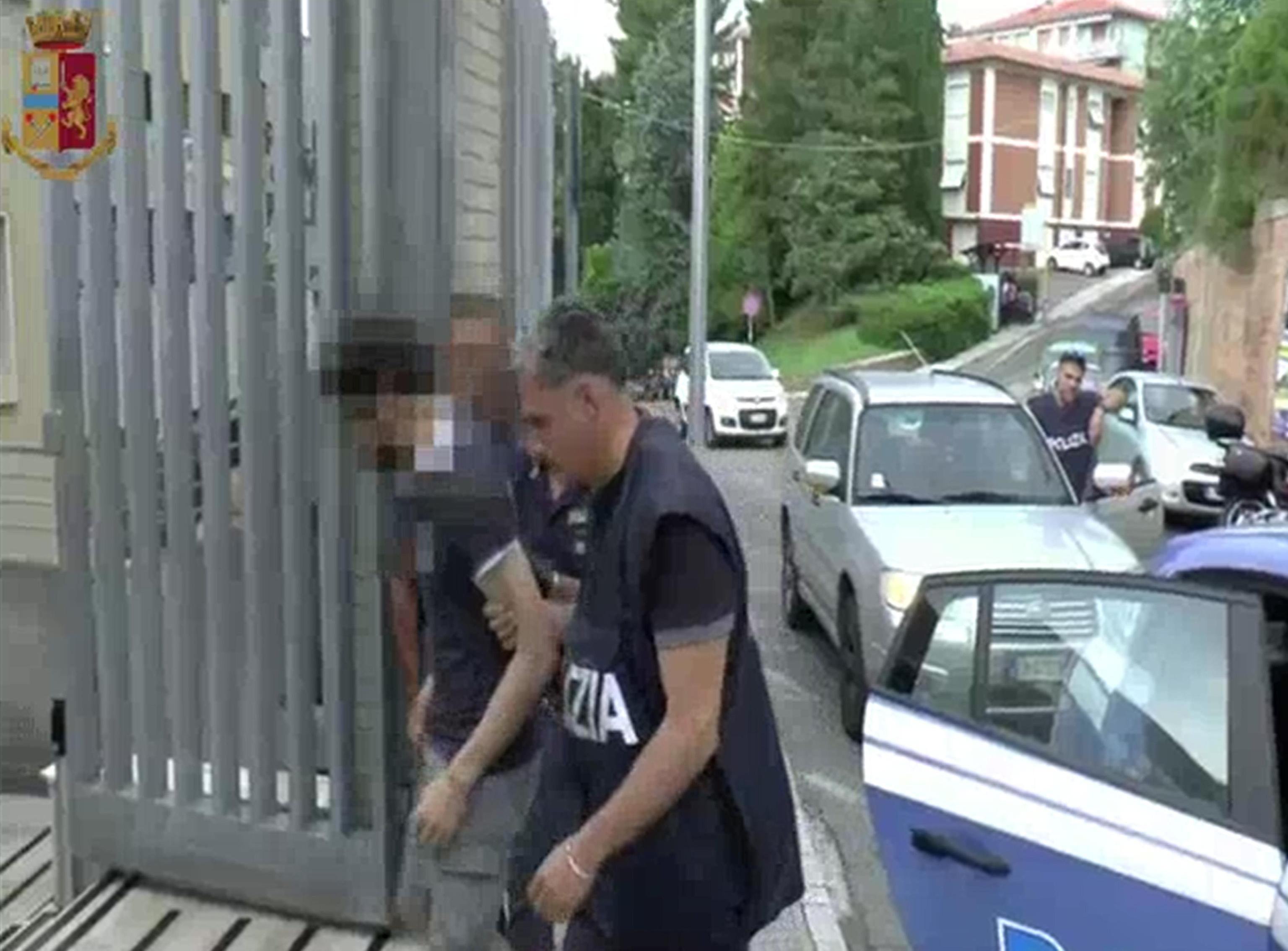 L'untore di Ancona arrestato: alla compagna diceva che l'HIV non esiste
