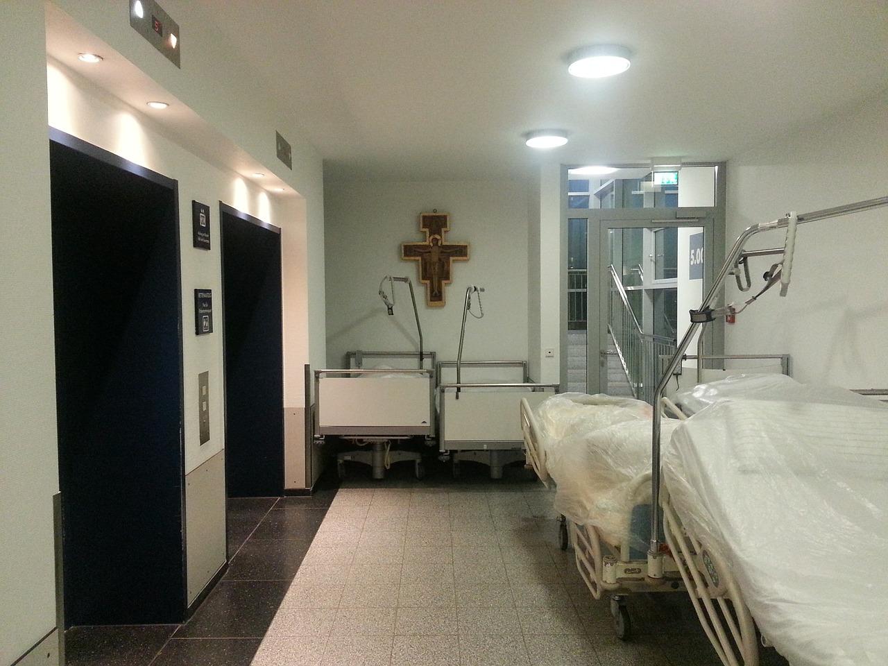 55enne entra in ospedale per fare un esame e viene violentata: shock nel salernitano