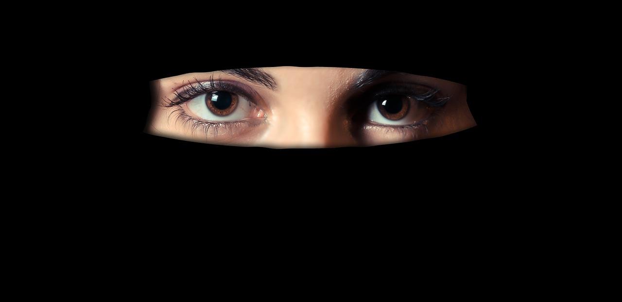 Brescia: padre impone la cultura musulmana alla figlia 18enne con la violenza e la segregazione