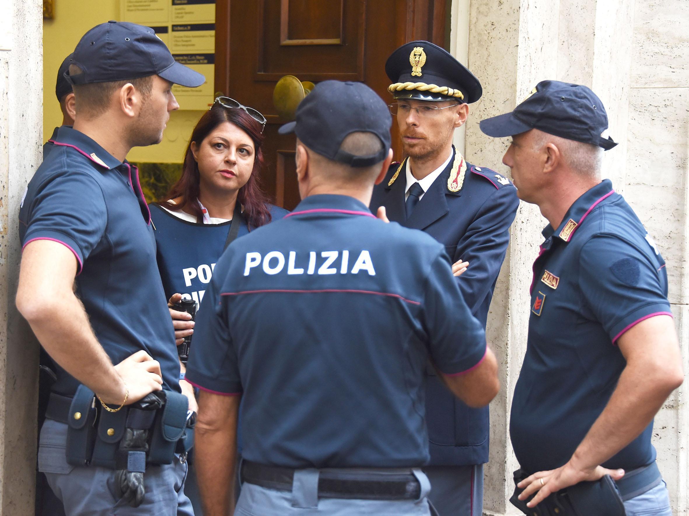 Rimini: 27enne aggredisce e rapina un ragazzo poi tenta di violentare la madre