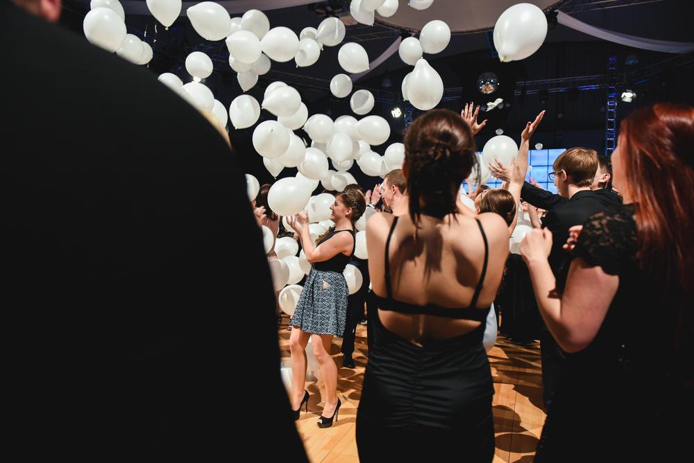 Vittima di bullismo si presenta al ballo della scuola accompagnata da 127 motociclisti