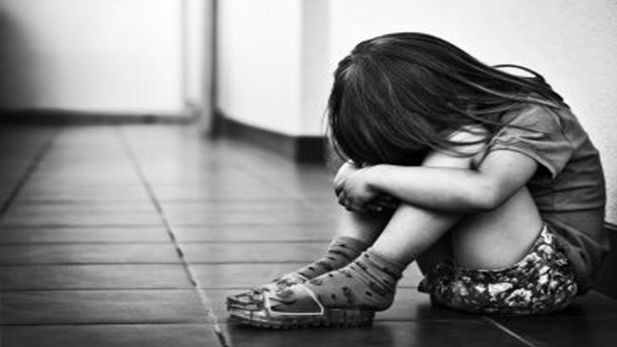 Orrore nel Bellunese: la mamma muore, padre e matrigna lo chiudono in soffitta e lo picchiano