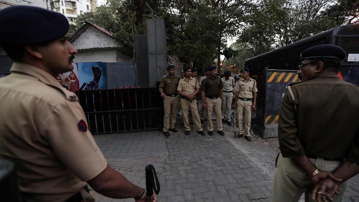 India, bambina di 7 anni violentata con un tubo di metallo: è gravissima