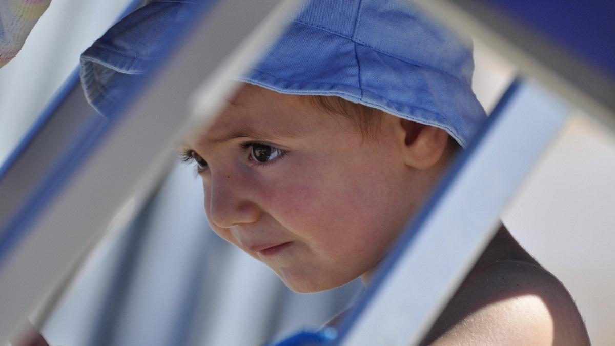 Mamma vince la lotta contro l'eczema del figlio grazie a una crema economica