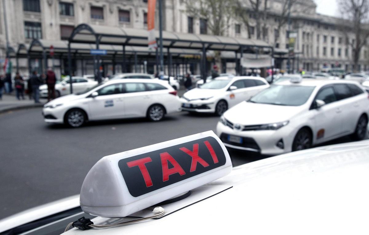 Milano: tassista abusivo arrestato per violenza sessuale e sequestro di persona