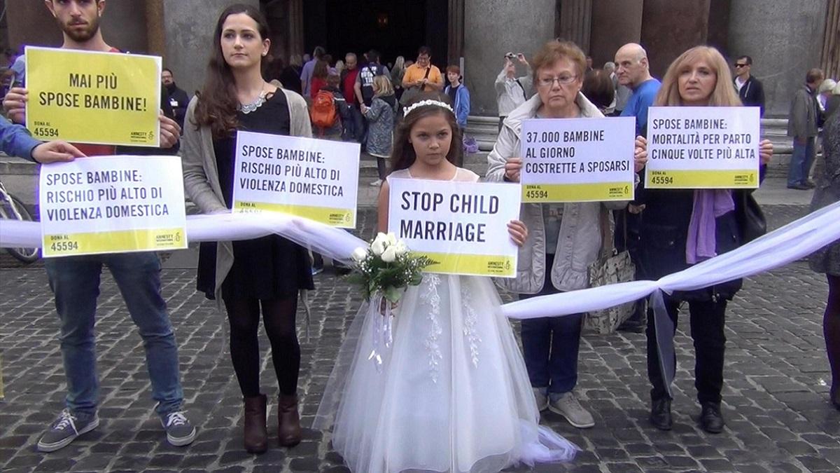 Promessa sposa a 10 anni: padre indagato per maltrattamenti