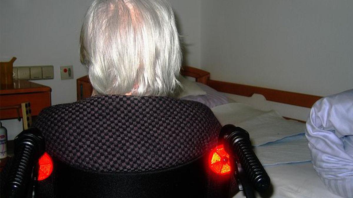 Asti, orrore in casa di riposo: anziana trovata con lividi e fratture